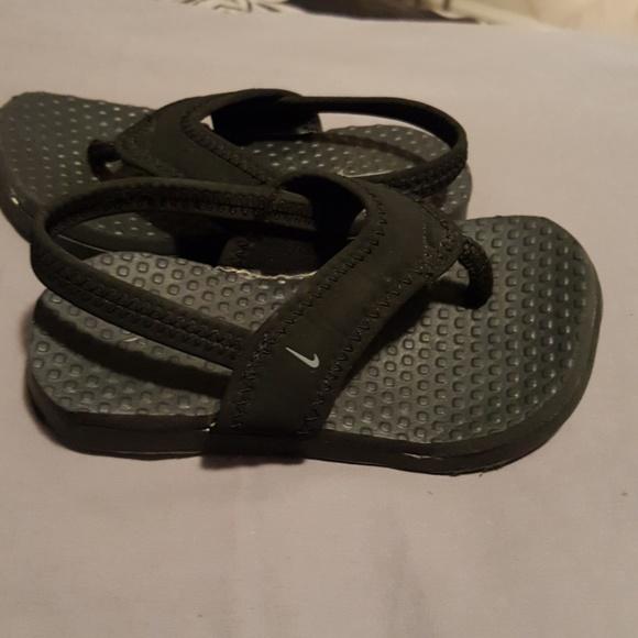 920ae00376031a Boys Nike Sandals Size 7C